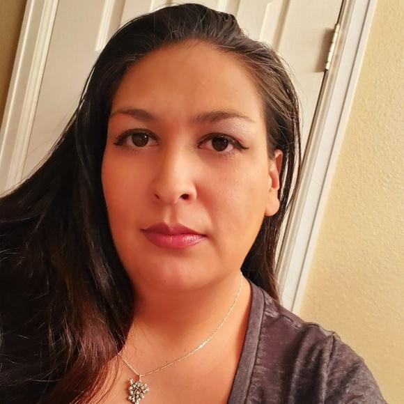 Kristin Flores morris's Closet (@kfmorris) | Poshmark